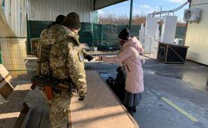 Вчера через пункт пропуска в Станице Луганской прошло почти 1800 человек. Девушку из Антрацита не пропустили