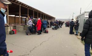На КПВВ у Станицы Луганской пассажиропоток за неделю увеличился на 15%. У Еленовки без изменений