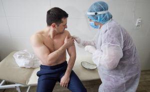 Зеленский вакцинировался индийской вакциной на Луганщине. ФОТО