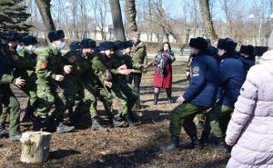 В луганском парке Горького кадеты устроили кулачный бой стенка на стенку. ФОТО