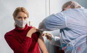 В Луганской городской больнице №2 открыли прививочный пункт. ФОТО