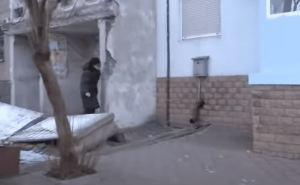 В центре Донецка обрушился подъезд жилого дома
