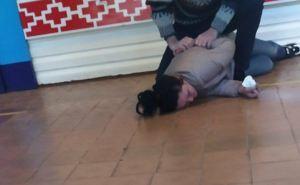 Пьяная мама второклассника побила директора школы и завуча. ФОТО. ВИДЕО