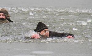 Жителя Луганска вытащили из подо льда таксист и водолаз на Успенском водохранилище