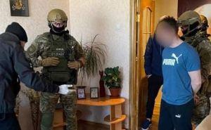 В Рубежном, мужчина, бросивший гранату в полицейских, был задержан дома в собственной постели. ФОТО