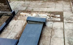 Накануне Пасхи вандалы разгромили кладбище в Луганске. ФОТО