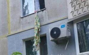 На Харьковщине женщина выпала из окна: бежала от сожителя по простыням