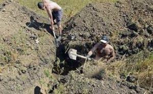 В Луганске злостного неплательщика алиментов отправили на передовую копать окопы