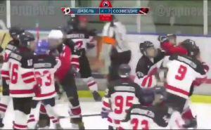 Луганские 12-летние хоккеисты устроили массовую драку в Воронеже прямо на льду. ФОТО. ВИДЕО