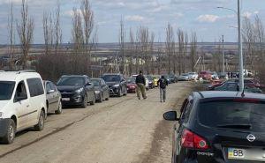 Работа пункта пропуска «Меловое» на украино-российской границе заблокирована. В сторону Украины— огромная очередь