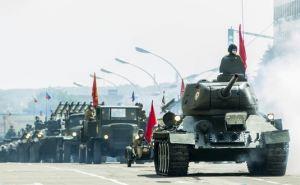 С Днем Победы, Луганск! На Театральной площади идет Парад Победы