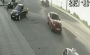 В Луганске мажор на «Мустанге» протаранил такси. ВИДЕО