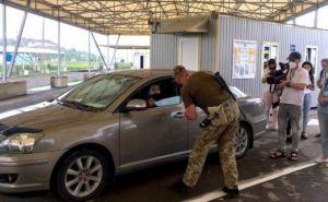 Кабмин разрешил пересекать КПВВ на авто без техпаспорта