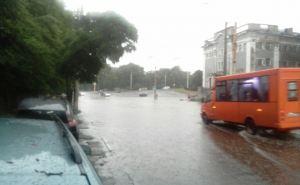 В Луганске сильный дождь, гроза, шквалистый ветер в течение сегодняшнего дня