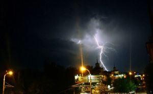 Угадайте какая погода будет в Луганске завтра? Да, дождь, гроза, град