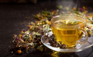 Что лучше пить вместо чая в июне. Пять идеальных сочетаний трав и специй