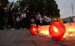 В Луганске 22июня в 4 часа утра зажгли 2 тысячи свечей памяти. ФОТО