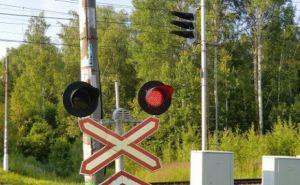 В Луганской области поезд сбил трактор