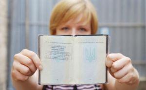 Для переселенцев упростят оформление украинских паспортов с пропиской в Луганске