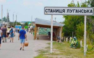 Жара, мусор, отсутствие навесов и автобусов, грязные туалеты: что происходит с КПВВ «Станица Луганская» и чем рискуют пересекающие