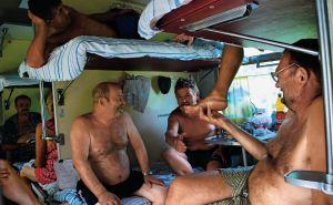 В поезде из Одессы в вагоне выпало окно во время рейса.