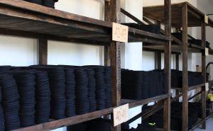 У линии фронта в Золотом запустили новый цех по производству обуви