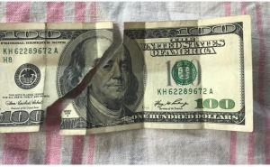 В Украине ужесточили правила приема долларов в обменниках