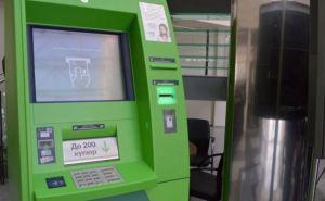 Украинцев предупреждают о фальшивых деньгах в банкоматах Приватбанка