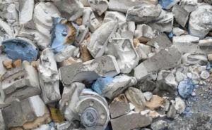 Коммунальщики-стоматологи: в Северодонецке ямы на дорогах засыпали слепками челюстей