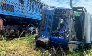 Поезда на Востоке Украины отстают от графика на несколько часов из-за крупной аварии на железнодорожном переезде под Харьковом