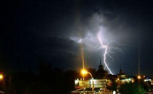 В Луганске разыгралась непогода: ночью и утром грозы и шквалистое усиление ветра