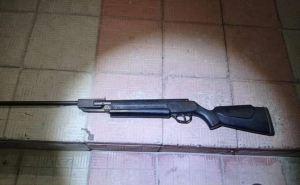 На Луганщине несовершеннолетний открыл стрельбу из винтовки по детям. Ранения в живот получил 13-летний мальчик