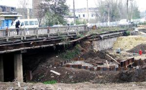 В Луганске ограничили движение по путепроводу на улице Советской по старой его части