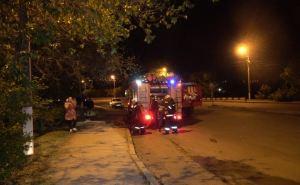 Пьяный мужчина молча наблюдал с улицы, как пожарные ищут его в горящей квартире
