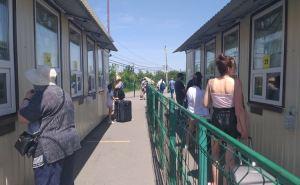 Ежедневно через КПВВ «Станица Луганская» проходит около 2,5 тысяч человек