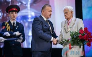Легендарный Эльбрус Цахоев стал Почетным гражданином Луганска