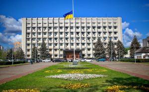 Переселенец из Донбасса угрожает выпрыгнуть из окна третьего этажа Одесской облгосадминистрации