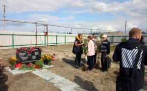 В поселке Вороново открыли памятный знак погибшим во время лесных пожаров в 2020 году. ФОТО