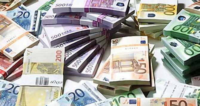 Азаров назвал финансовую помощь отЕС нищенской