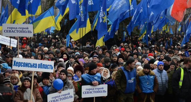 В Киеве продолжается бессрочный митинг в поддержку президента