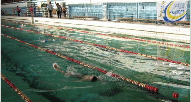 В Луганске прошел открытый чемпионат области по плаванию среди спортсменов с ограниченными физическими возможностями