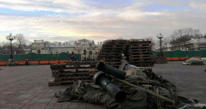 Как Евромайдан и Антимайдан мусор не поделили. Кто на самом деле убирал в Мариинском парке?