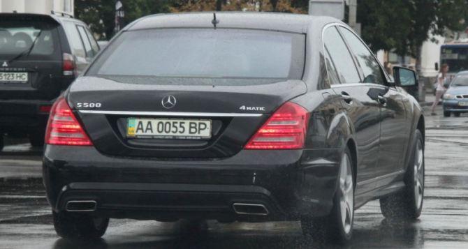В Украине ввели новый госстандарт на номерные знаки для легковых авто