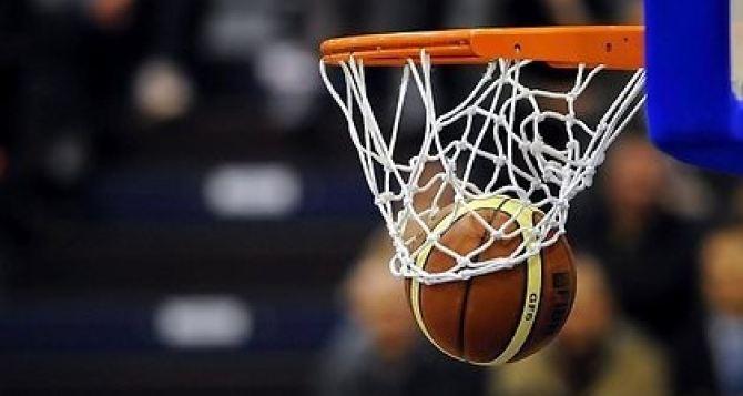 100 тысяч евро заработал болельщик на Матче всех звезд НБА во Франции (видео)