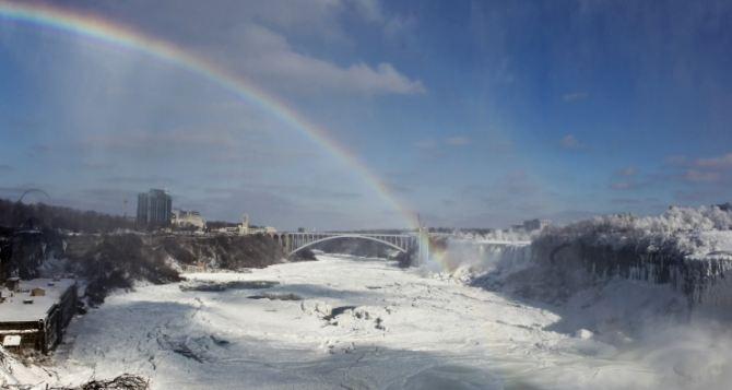 Ниагарский водопад замерз из-за аномальных холодов (фото)