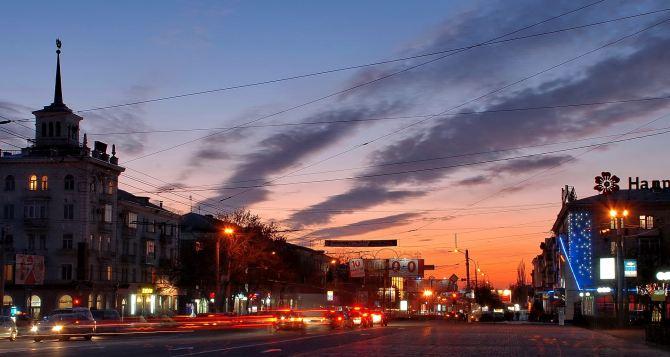 Срочно нужна помощь: Луганску не хватает парков, улыбок и обнимашек (опрос, видео)