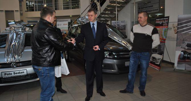 Два автомобиля Volkswagen отТМ «Параллель» нашли своих владельцев в прямом эфире