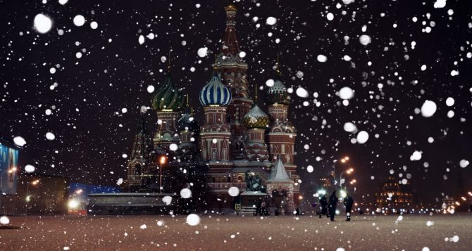 Сильный снегопад парализовал Москву