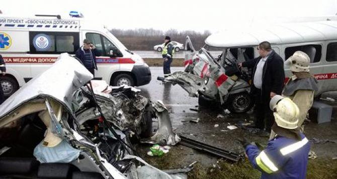 Жуткое ДТП в Донецкой области: иномарка врезалась в «скорую» (фото)