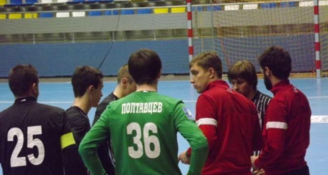 Футболисты луганской «Зари» ради онкобольных детей поменяли большое поле на маленькое (фото, видео)